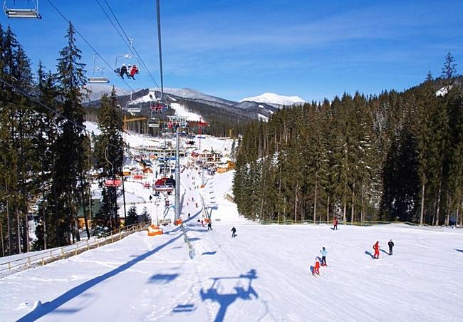 Гірськолижний курорт Красія розташувався біля підніжжя гори з однойменною  назвою. Акуратні пологі схили цього місця зручні для початківців a08370966dc7d